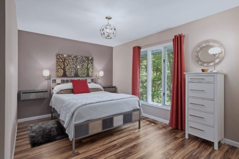 ModAvlTreehouse vacation rental master bedroom red trees